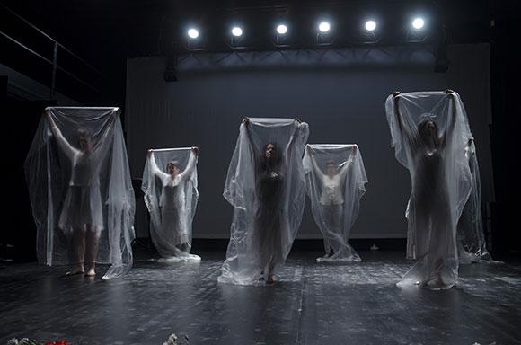 Kitchen Project Compagnia Teatrale<br />Spettacolo teatrale<br /><strong>FRAMMENTI &#8211; storie di violenza di genere</strong>