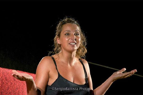 23/10/2021<br />Chiara Becchimanzi<strong><br />PRINCIPESSE E SFUMATURE</strong><br /><font color=#FF0000>teatro adulti</font>